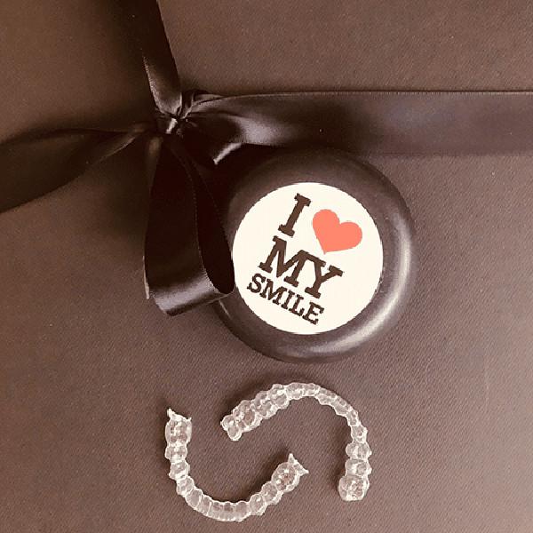 Invisalign Schienen mit ilovemysmile Box
